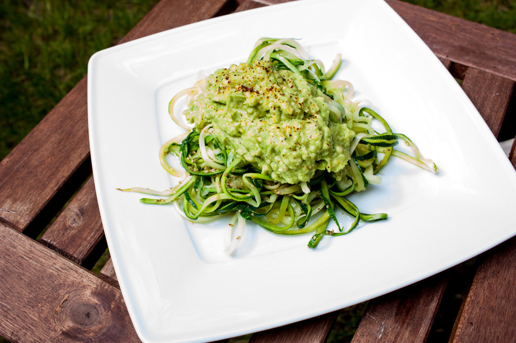 Zucchinispaghetti mit Avocadocreme