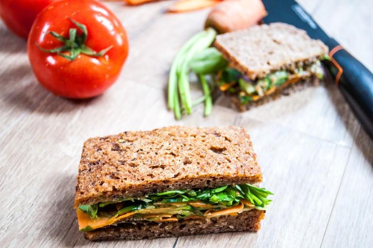 Avocado-Hanfmus-Sandwich